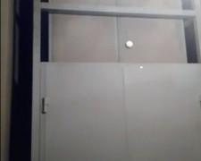 Шахтный подъемник с двойными дверьми